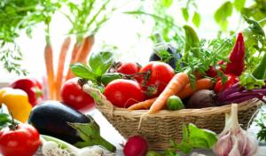 ăn rau củ quả thường xuyên để phòng chống bệnh về mũi