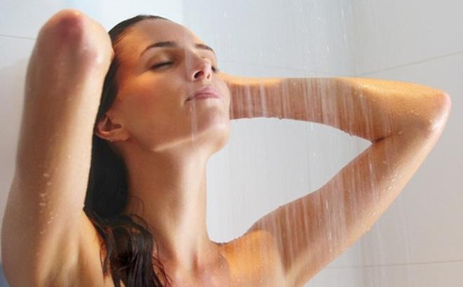 Tắm nước ấm trị sổ mũi