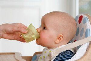 Cho trẻ uống nhiều nước khi bị viêm xoang cấp