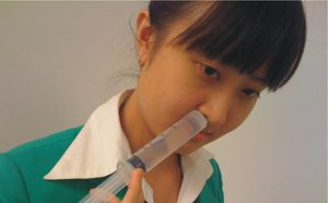 vệ sinh mũi thường xuyên khi nong xoang bằng bóng trị viêm xoang