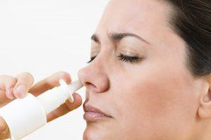 lạm dụng thuốc nhỏ mũi có thể gây nhiều biến chứng nguy hiểm