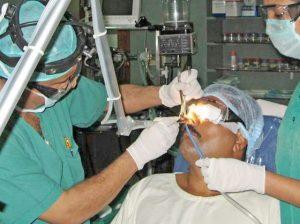 trị viêm xoang mãn tính bằng phẫu thuật