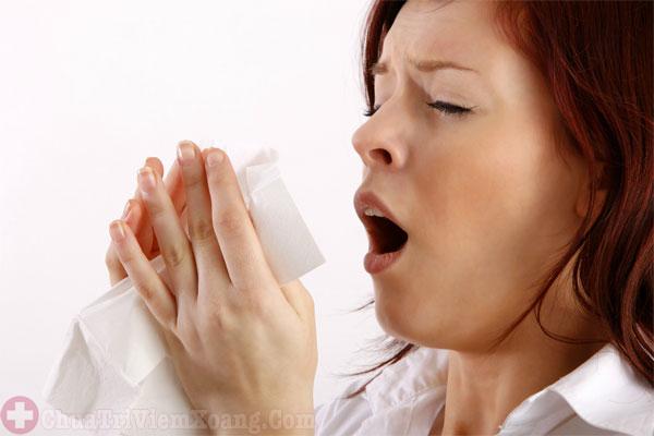Ngứa mũi, hắt xì hơi liên tục triệu chứng viêm mũi dị ứng