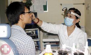 Thăm khám viêm xoang xuất tiết trước khi phẫu thuật