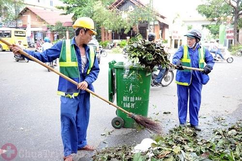 Nhân viên vệ sinh môi trường bị viêm xoang do tiếp xúc chất thải ô nhiễm