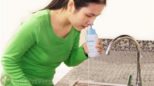 Rửa nước muối trị viêm xoang xuất tiết