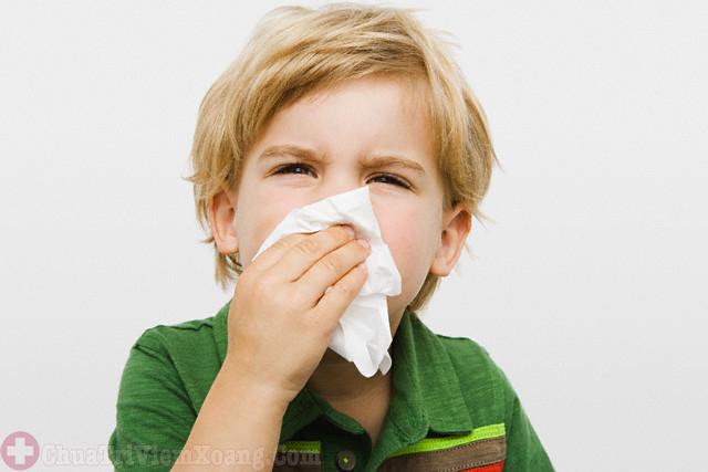 Chảy nước mũi dấu hiệu bệnh viêm mũi dị ứng