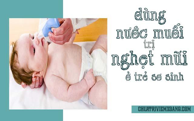 Chữa nghẹt mũi ở trẻ sơ sinh bằng nước muối