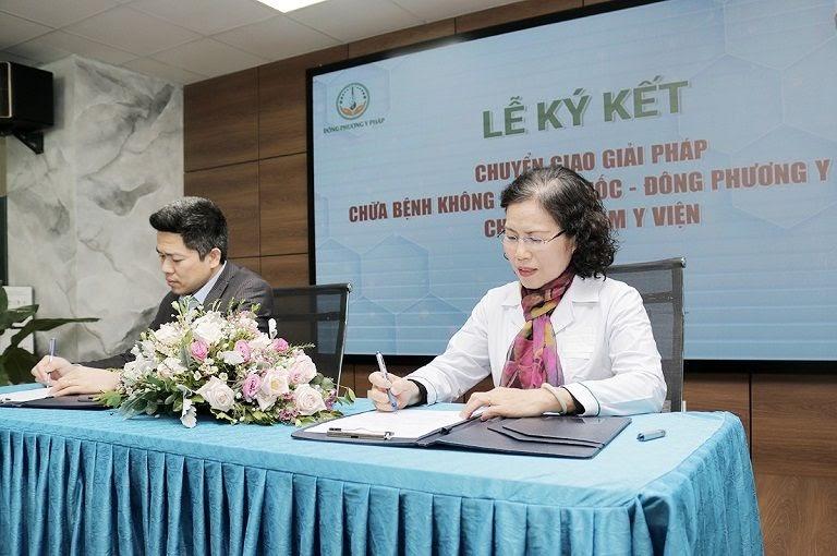 Buổi lễ ký kết hợp tác Nhất Nam y viện và Đông phương Y pháp được diễn ra suôn sẻ và thành công